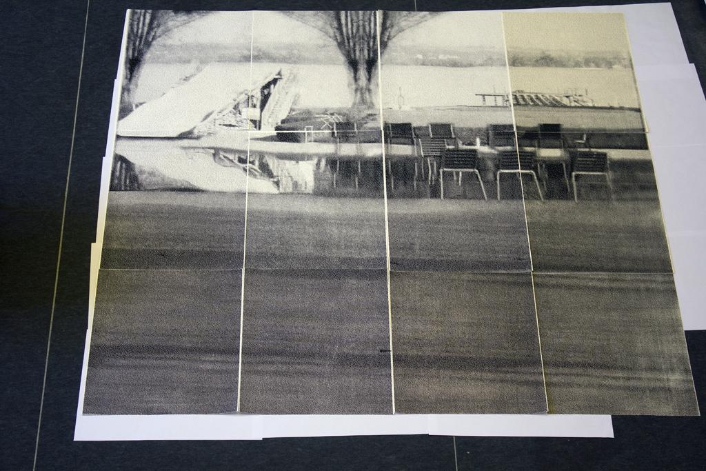 1, 2011, serigrafía sobre papel, medidas totales: 300 x 300 cm